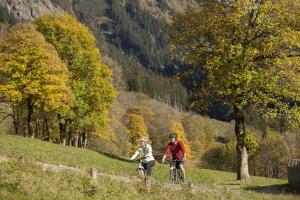 Bergauf mit dem Mountainbike Richtung Gerstruben