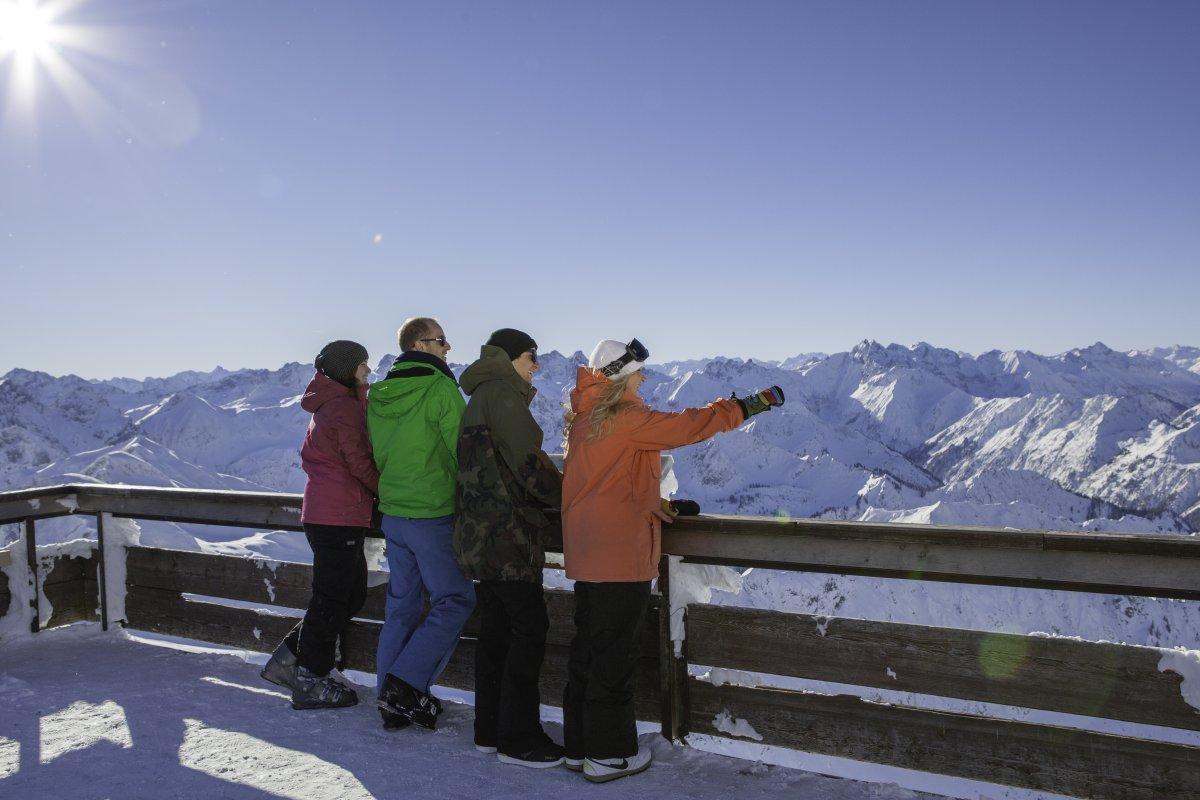Schneebedeckte Gipfel soweit das Auge reicht!