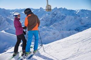 Mit den Skiern ins Winterglück