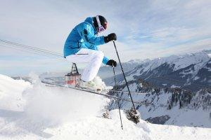 WHB Skifahrer abgehoben