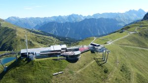 Kanzelwand Bergstation mit Riezler Alpsee