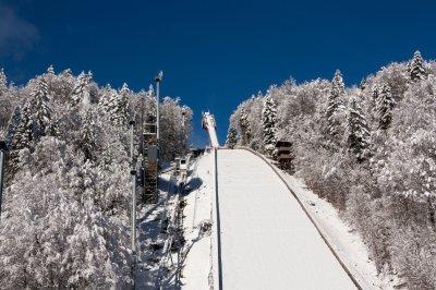 Skiflugschanze im Winter