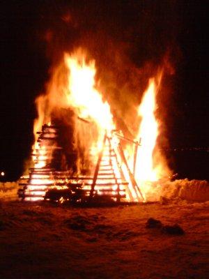 Feuer und Flammen gegen den dunklen WInter