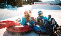 Spaß und Action beim Snowtubing