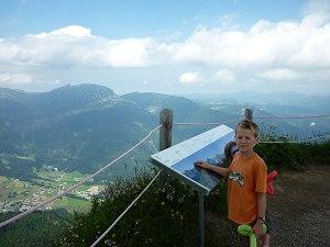 Am Gipfelkreuz hat man einen herrlichen Blick!