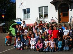 Die Oberstdorfer Grundschüler und SAM