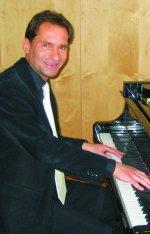 Robert Kucharski am Klavier