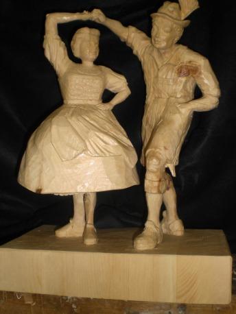 geschnitzte Holzfiguren