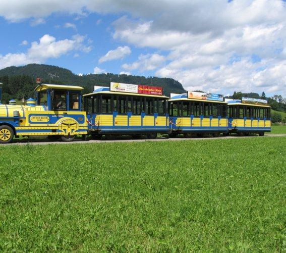 Oberstdorfer Marktbähnle auf Ausflugsfahrt
