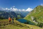 Wanderer am Seealpsee / Nebelhorn