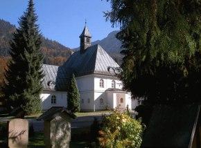 Aussegnungshalle auf dem Waldfriedhof