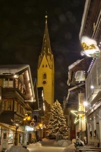 Kirchstraße mit Kirche