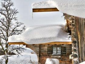 Verschneite Bauernhäuser