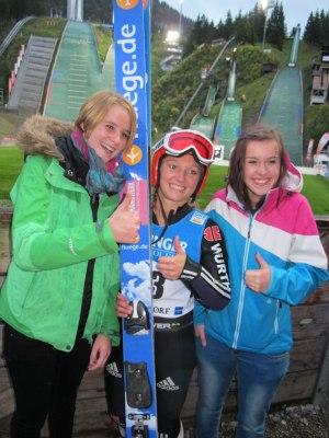 Katharina Althaus mit Fans