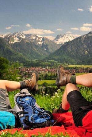 Wandern ueber Oberstdorf hoch Tourismus Oberstdorf