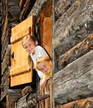 Familie im Bergbauerndorf Gerstruben