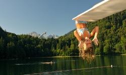 Badespaß am Freibergsee - grandioser Ausblick auf die Skiflugschanze