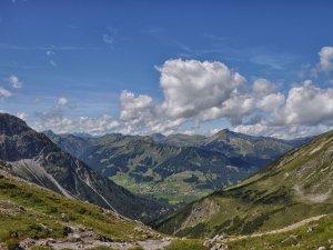 Ausblick von der Fiderepasshütte ins Kleinwalsertal