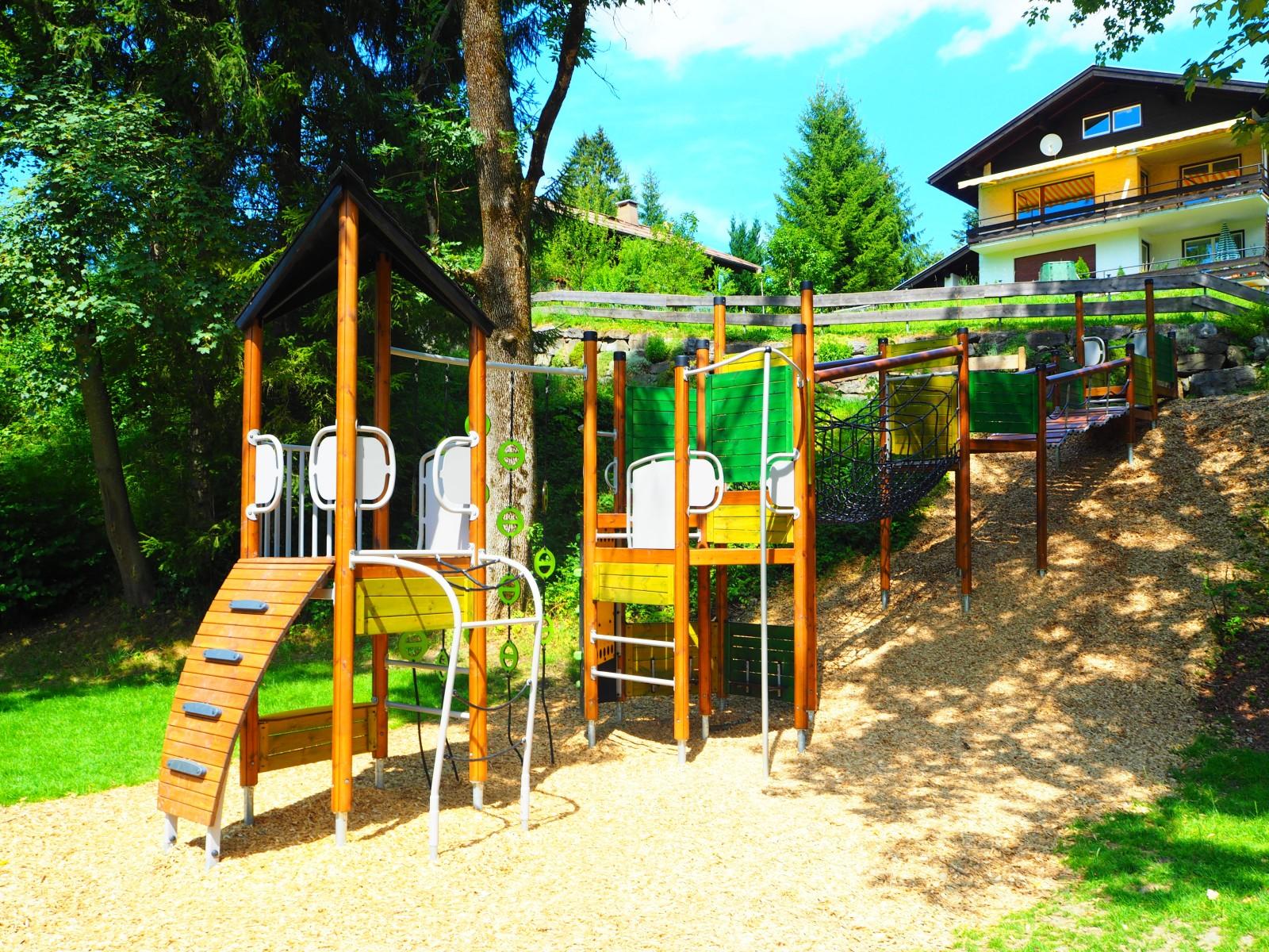 Klettergerüst Traktor : Kinderspielplätze