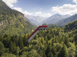 Die Skiflugschanze mit Blick ins Stillachtal