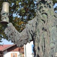 Wilde Mändle Statue am Bahnhof