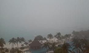 Sturm und strömender Regen über Cancun