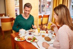 Paar beim Frühstück © Hotel Mohren