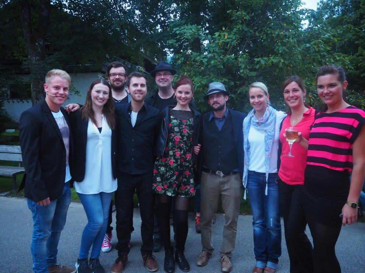 Sarah Straub und Band mit dem Team der Veranstaltungsabteilung