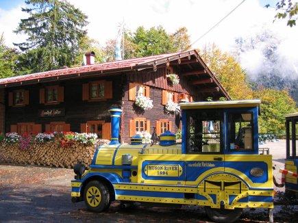 Oberstdorfer Marktbähnle auf dem Berggasthof Laiter