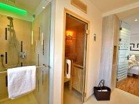 Badezimmer mit Regenwalddusche +Sauna