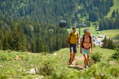 Naturnaher Wanderweg ins Tal