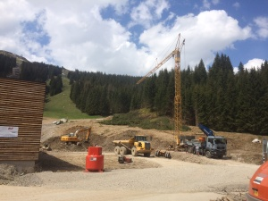Der Baukran an der Talstation steht