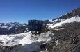 Aufbau der Mannschafts- und Lagercontainer am Berg