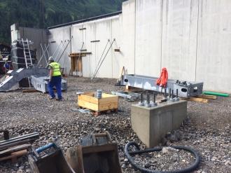 Start der Seilbahntechnik-Montage an der Talstation