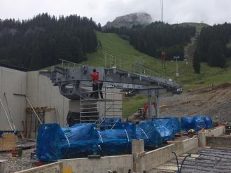 Montage der Seilbahntechnik an der Talstation