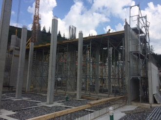 Baufortschritt am Mittelstations-Gebäude