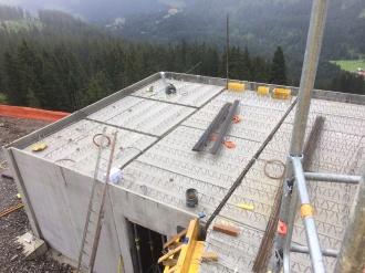 Vorbereitung zur Betonage der Zwischendecke an der Trafostation der Mittelstation