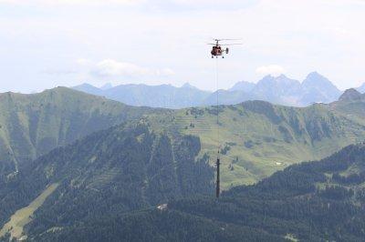 Mit dem Hubschrauber geht es zum Bestimmungsort