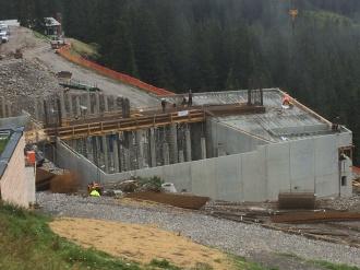 Baufortschritt beim Betonbau Mittelstation