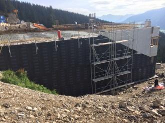 Bitumenabdichtung der Betonwände an der Mittelstation