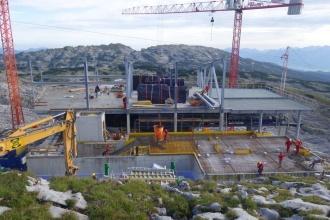 Die Stahlbauarbeiten an der Bergstation sind nun abgeschlossen, bald kann mit dem Holzbau begonnen werden