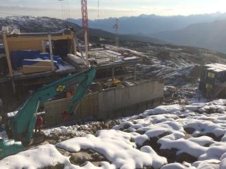 Schnee an der Bergstation