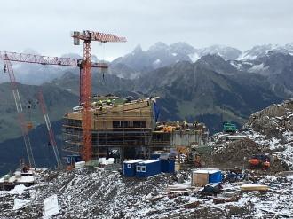 Die Bergstation und das neue Restaurant nehmen langsam Formen an