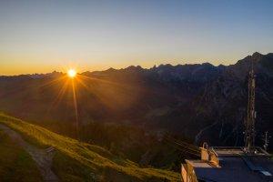 Sonnenaufgang über der Bergstation