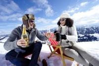Sekt und Champagner auf Eis - oder zumindest auf Schnee - gibt es beim Aprésski in Oberstaufen.
