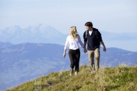 Beim Wandern in der Allgäuer Landschaft genießt man die Weitsicht und das Panorama.