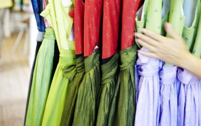 Dirndl in allen Farben und Variationen