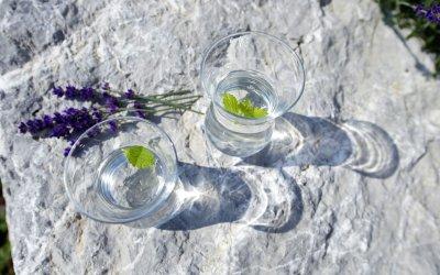 Mineralwasser mit Kräuter