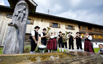 Blasmusik vor dem Heimatmuseum