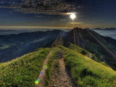 Sonnenaufgang hinter dem Rindalphorn